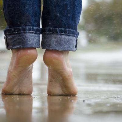 Mit beiden Füßen fest im Leben stehen