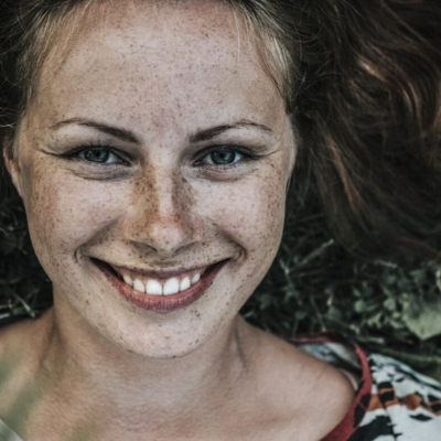 Tag des Lächelns: Warum es uns besser geht, wenn wir lächeln